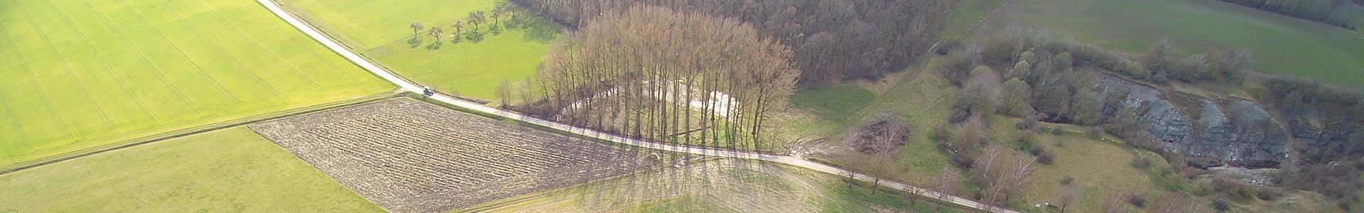 Luftbild unbebauter Fläche des Gewerbeparks Rothenburg ob der Tauber und Umland