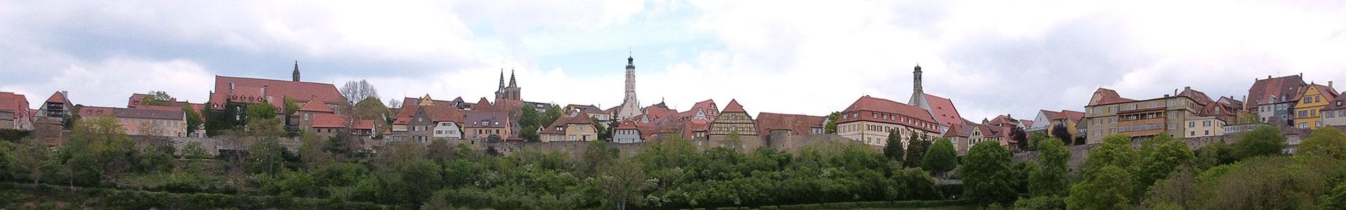 Silhouette von Rothenburg ob der Tauber aus dem Taubertal blickend